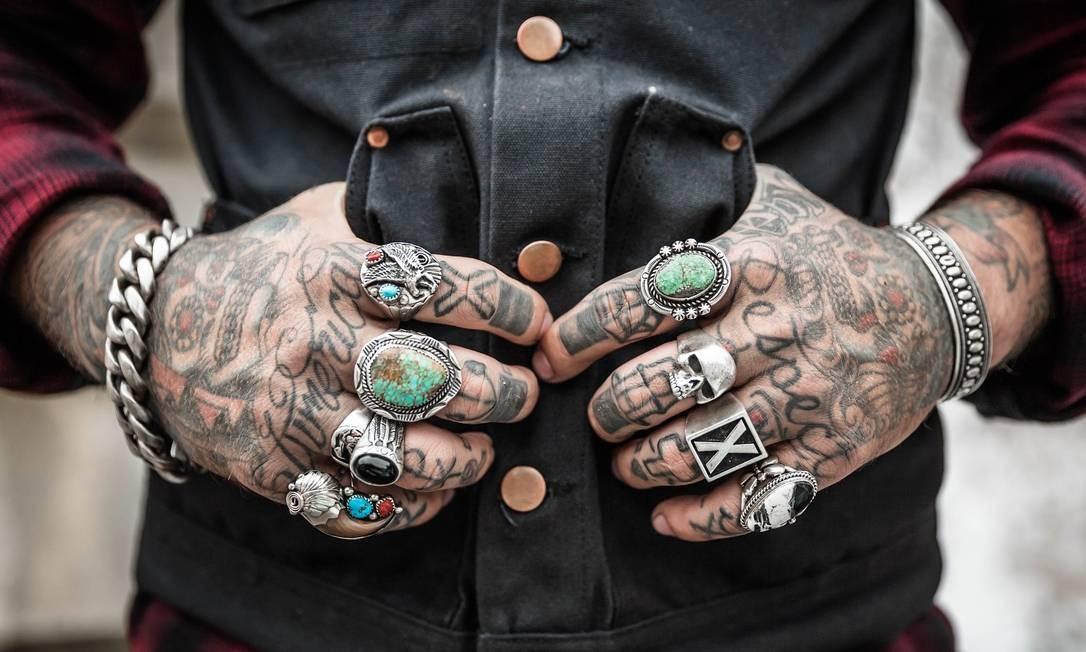 Tatuagens. A empresa pode pedir para esconder, mas não deixar de contratar alguém por isso Foto: Pixabay