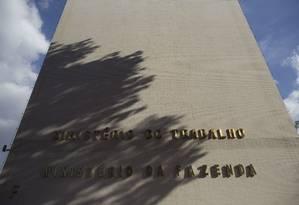 Fachada do prédio dos ministérios da Fazenda e do Trabalho, em Brasília Foto: Daniel Marenco/Agência O Globo/13-07-2018
