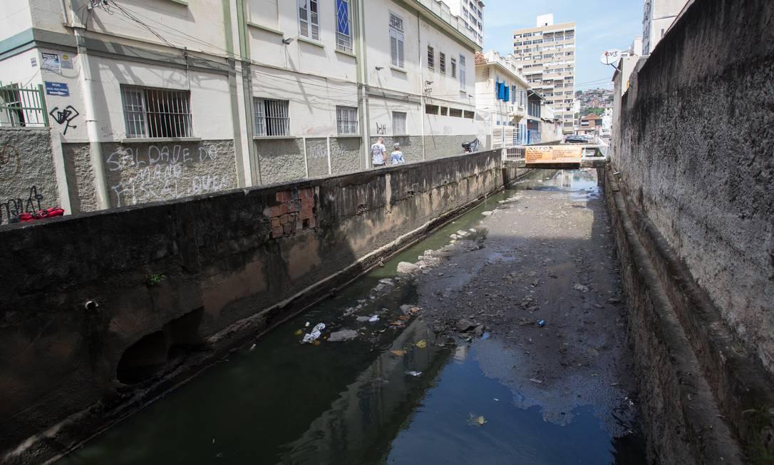 NI, Niteroi (RJ), 10/10/2018 - Assoreamento do Rio Icarai. Foto: Emily Almeida/ Agencia O Globo Foto: Emily Almeida / Agência O Globo