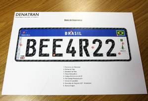 Modelo da placa do Mercosul, que já está sendo adotada no Rio Foto: Divulgação