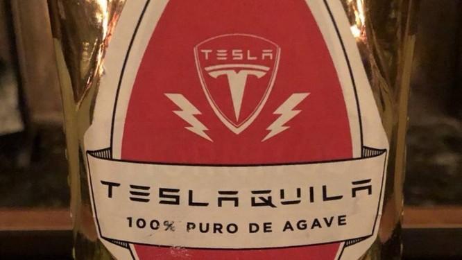 Imagem de como será a embalagem da Teslaquila, bebida que a empresa de Elon Musk pretende produzir Foto: Reprodução/Twitter