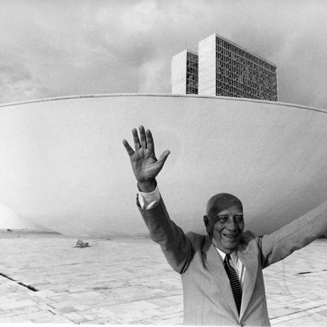 Ulysses Guimarães na área externa do Congresso Nacional. Foto: Jefferson Pinheiro/CB/D.A Press