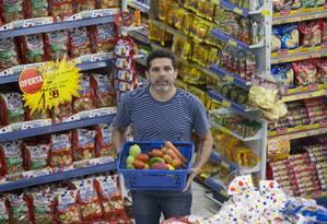 Damião Galdino da Nobrega é dono do supermercado Thomazzini Foto: Edilson Dantas / Agência O Globo