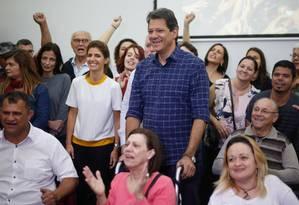 Fernando Haddad teve encontro com deficientes para discutir políticas públicas para este segmento em hotel no centro de SP Foto: Marcos Alves / Agência O Globo