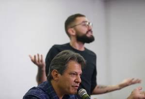 Fernando Haddad (PT) disccursa em encontro com pessoas com deficiência, em hotel de São Paulo Foto: Marcos Alves / Agência O Globo