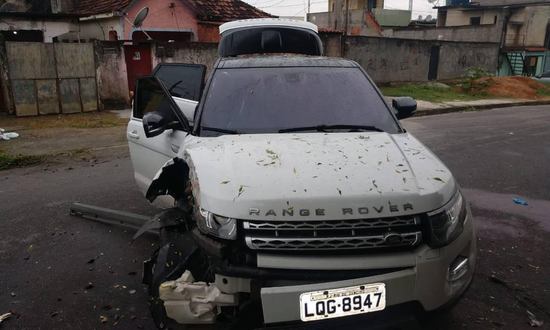 O carro onde o agente da PRF estava Foto: Reprodução