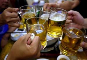 No pior dos cenários, o preço da cerveja deve dobrar, deixando milhões de pessoas sem acesso à bebida Foto: Nguyen Huy Kham / REUTERS