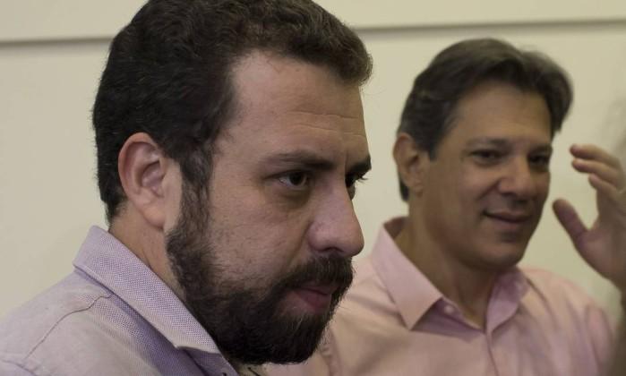 Guilherme Boulos e Fernando Haddad no segundo turno Foto: Edilson Dantas / Agência O Globo
