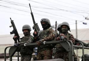 Operação das Forças Militares no Complexo do Salgueiro Foto: Fabiano Rocha / Agência O Globo