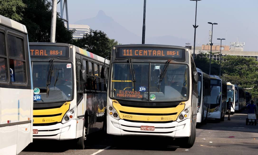 ônibus do Rio Foto: Fabiano Rocha / Agência O Globo