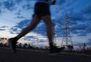 Indefinição. Briga envolve quem deve pagar a conta pela redução da geração de eletricidade por meio de hidrelétricas e pelo acionamento de usinas térmicas , mais caras Foto: Daniel Marenco / Agência O Globo