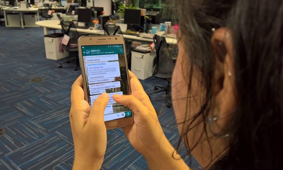 WhatsApp no Celular Foto: Arquivo Infoglobo
