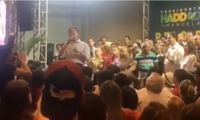 O senador eleito Cid Gomes (PDT-CE) durante ato do PT na segunda-feira (15) no Ceará Foto: reprodução