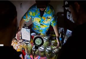 Produtos à base de maconha oferecidos em um mercado informal em Ontário (Canadá) Foto: NYT