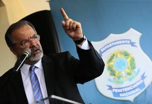 O ministro da Segurança Pública, Raul Jungmann, durante inauguração de presídio de Brasília Foto: Jorge William / Agência O Globo