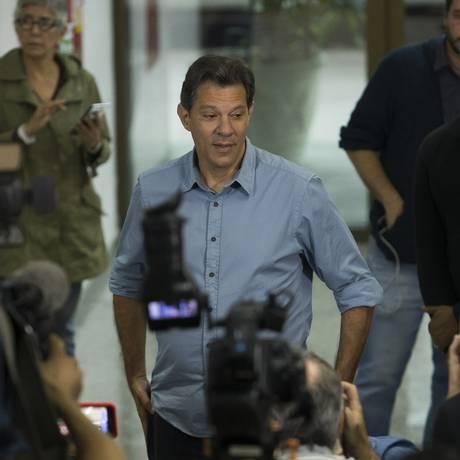 Candidato do PT à Presidencia, Fernando Haddad tem focado sua campanha em coletivas de imprensa e entrevistas a rádios Foto: Edilson Dantas / Agência O Globo