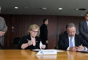 A presidente do TSE, ministra Rosa Weber, e o ministro da Segurança Pública, Raul Jungmann Foto: Divulgação/TSE