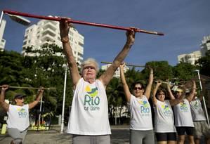 Idosos se exercitam em Copacabana: expectativa de vida no Brasil pode aumentar até 7,3 anos em duas décadas Foto: Márcia Foletto / Agência O Globo/18-2-2016