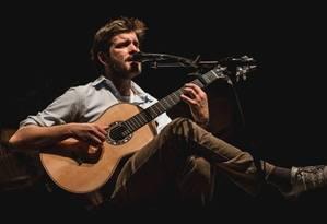 O cantor portugês Tiago Nacarato Foto: Miguel Oliveira / Divulgação