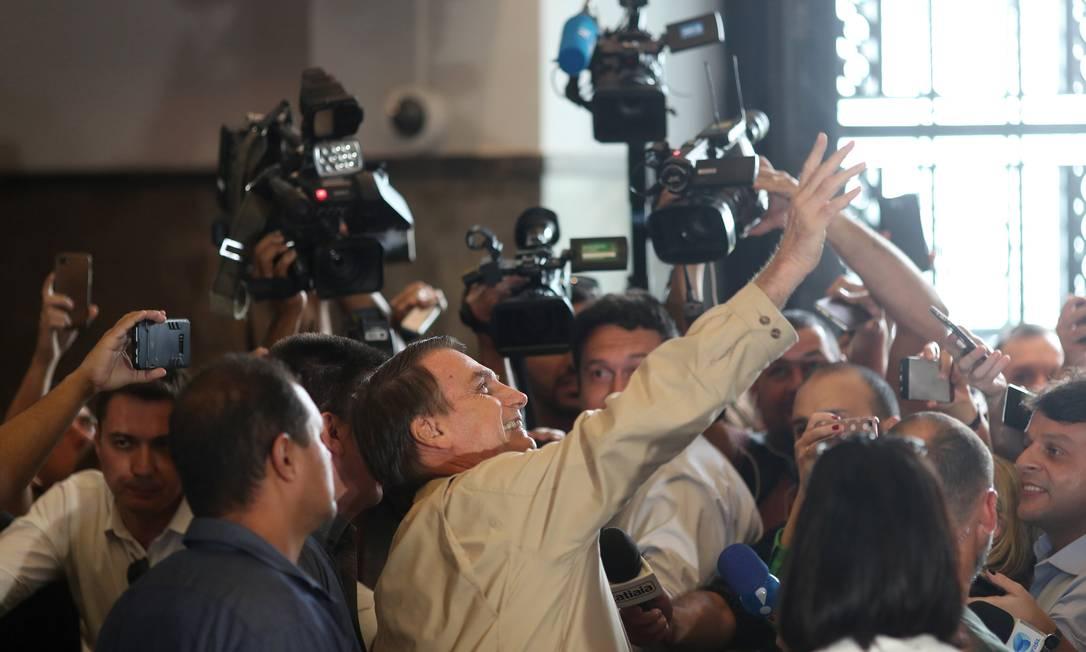 Jair Bolsonaro cumprimenta apoiadores Foto: RICARDO MORAES / REUTERS