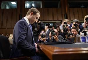 O cofundador, diretor executivo e presidente do Facebook, Mark Zuckerberg, em depoimento ao Senado americano Foto: Leah Millis / REUTERS