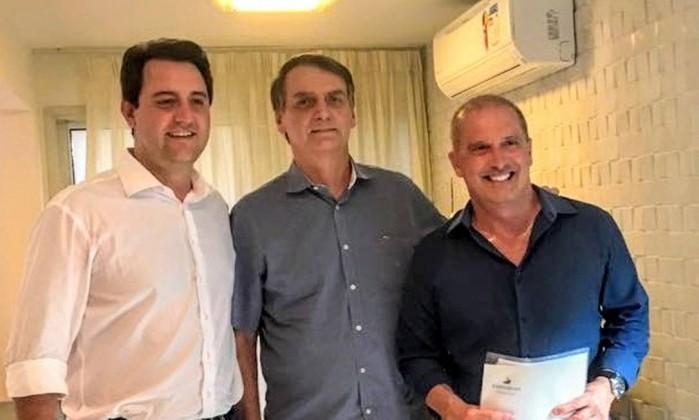 Governador eleito do Paraná, Ratinho Júnior (PSD), e o deputado federal Ônix Lorenzoni (DEM-RS), visitam Jair Bolsonaro no Rio de Janeiro Foto: Reprodução