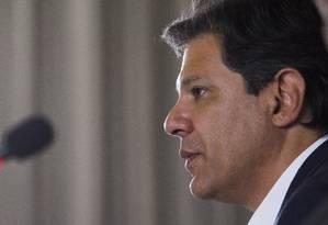O candidato do PT à Presidência, Fernando Haddad, em encontro com pastores evangelicos Foto: Edilson Dantas/Agência O Globo/17-10-2018