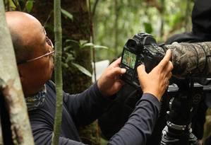 Integrante de um grupo de chineses observadores de pássaros em uma expedição nas matas colombianas Foto: Andrés Bermúdez Liévano / Diálogo Chino