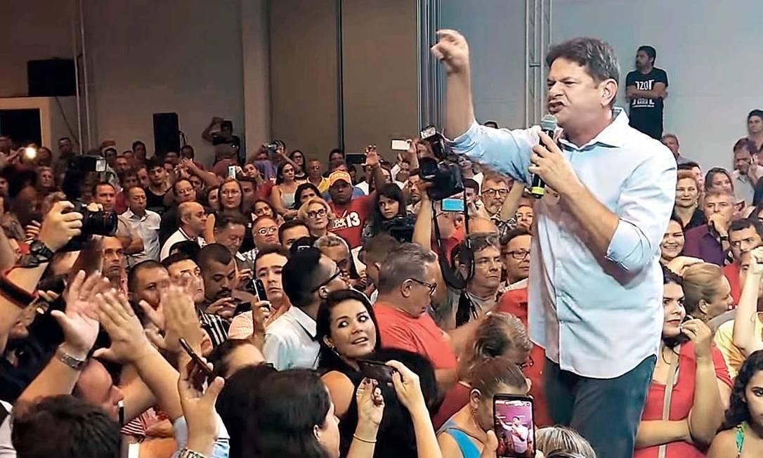"""Num evento de apoio à candidatura de Fernando Haddad (PT), sob vaias e aplausos, Cid Gomes cobrou um pedido de desculpas dos petistas pelas """"muitas besteiras"""" que fizeram em seus governos Foto: Reprodução"""