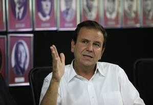 Eduardo Paes em reunião no Flamengo Foto: Roberto Moreyra / Agência O Globo