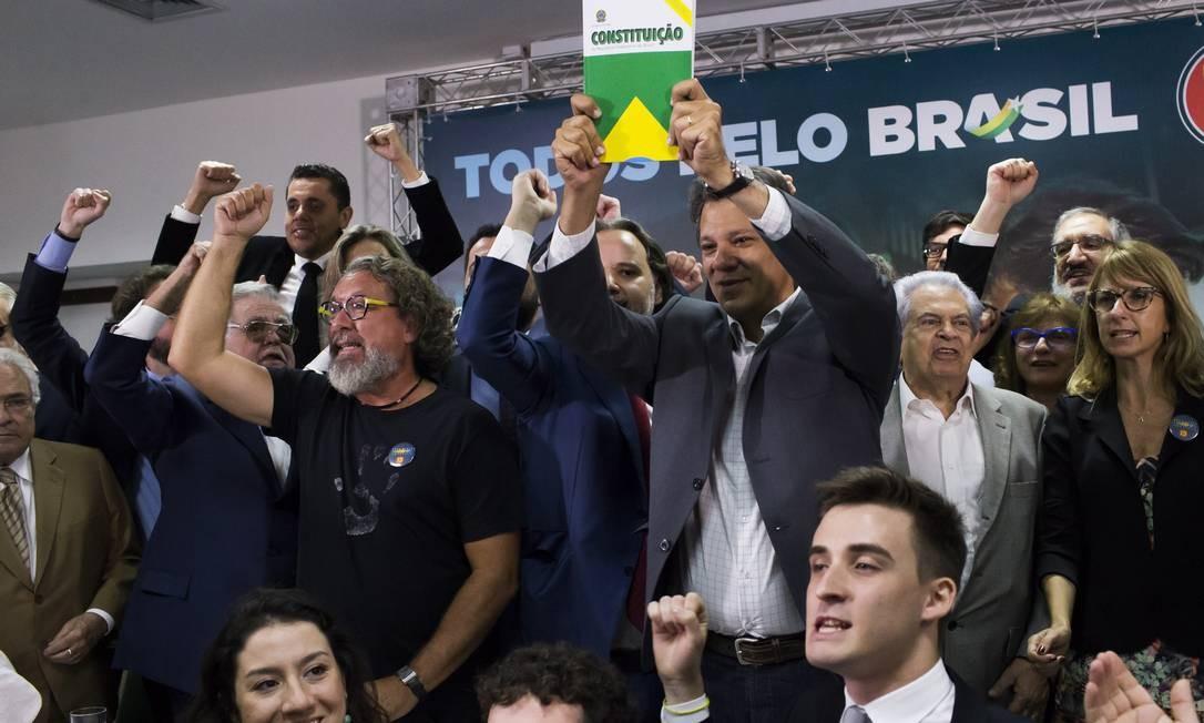 Cerca de 1.500 juristas assinaram documento em apoio ao candidato do PT à Presidência, Fernando Haddad Foto: Edilson Dantas / Agência O Globo