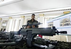 Gabinete de Intervenção Federal entrega 700 novas armas para a Segurança do Rio Foto: Antonio Scorza / Agência O Globo
