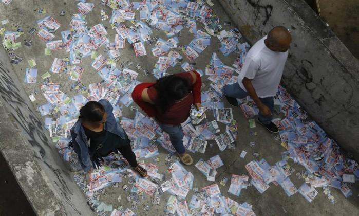 Eleitores vão as urnas na Rocinha, Rio de Janeiro Foto: Custódio Coimbra / Agência O Globo
