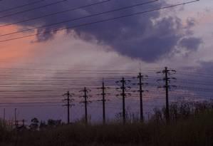 Torres de distribuição de energia em Brasília Foto: Daniel Marenco / Agência O Globo