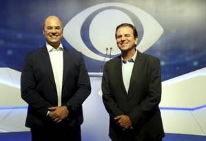 Wilson Witzel (PSC) e Eduardo Paes (DEM) participam de debate na TV Foto: Marcelo Theobald / Agência O Globo