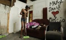 Mary Jane, como é conhecida na cracolândia da Avenida Brasil Foto: Gabriel de Paiva / Agência O Globo