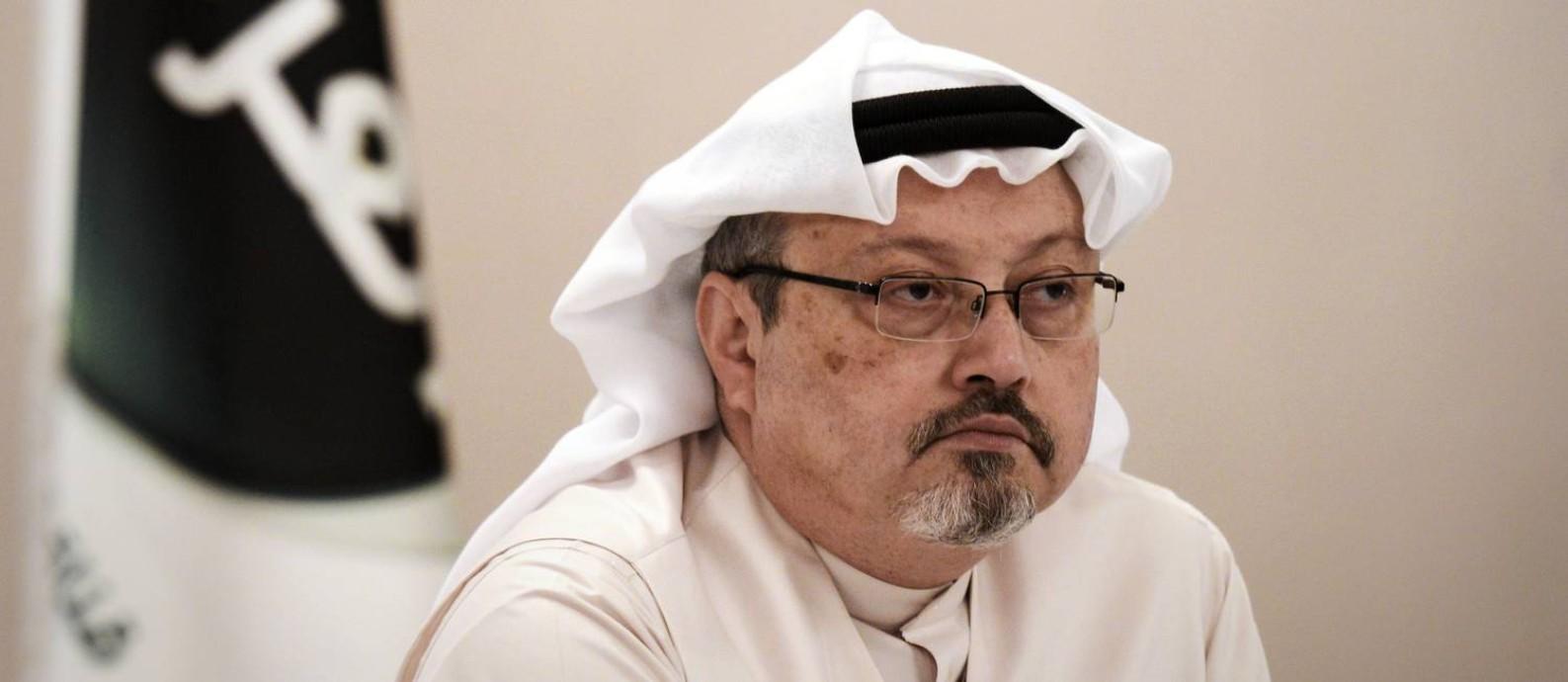 Em 2014, Jamal Khashoggi em entrevista coletiva; Arábia Saudita confirmou nesta sexta-feira sua morte em consulado Foto: MOHAMMED AL-SHAIKH / AFP