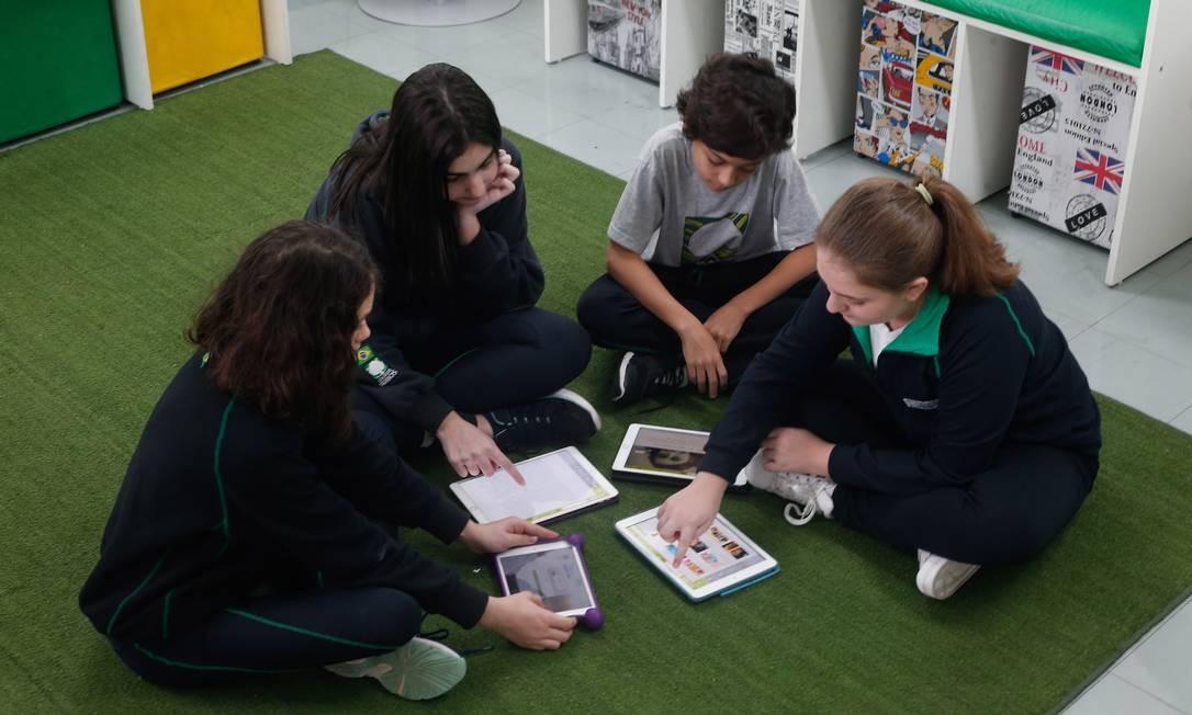 Plataforma de leitura Guten é aplicada em sala de aula Foto: Marcos Alves / Agência O Globo/11-10-2018