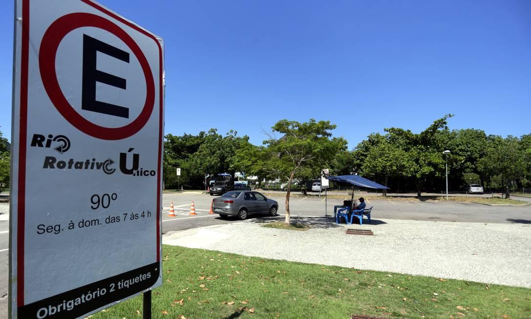 Após anos de indefinição, prefeitura lança novo projeto para o estacionamento rotativo no Rio