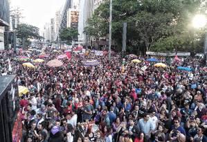 Protesto na Avenida Paulista contra Bolsonaro fecha via em frente ao Masp Foto: Edilson Dantas / Agência O Globo