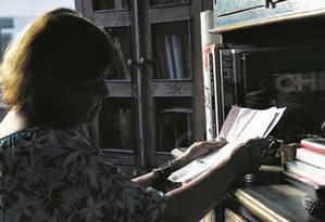 Professora aposentada, Maria da Conceição de Lima pegou um empréstimo consignado sem saber, a convenceram que tinha dinheiro a receber do estado Foto: Gustavo Miranda - Agência O globo