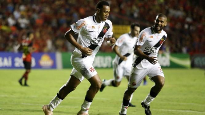 Fabricio comemora o gol de empate do Vasco Foto: Carlos Gregorio Jr/Vasco.com.br