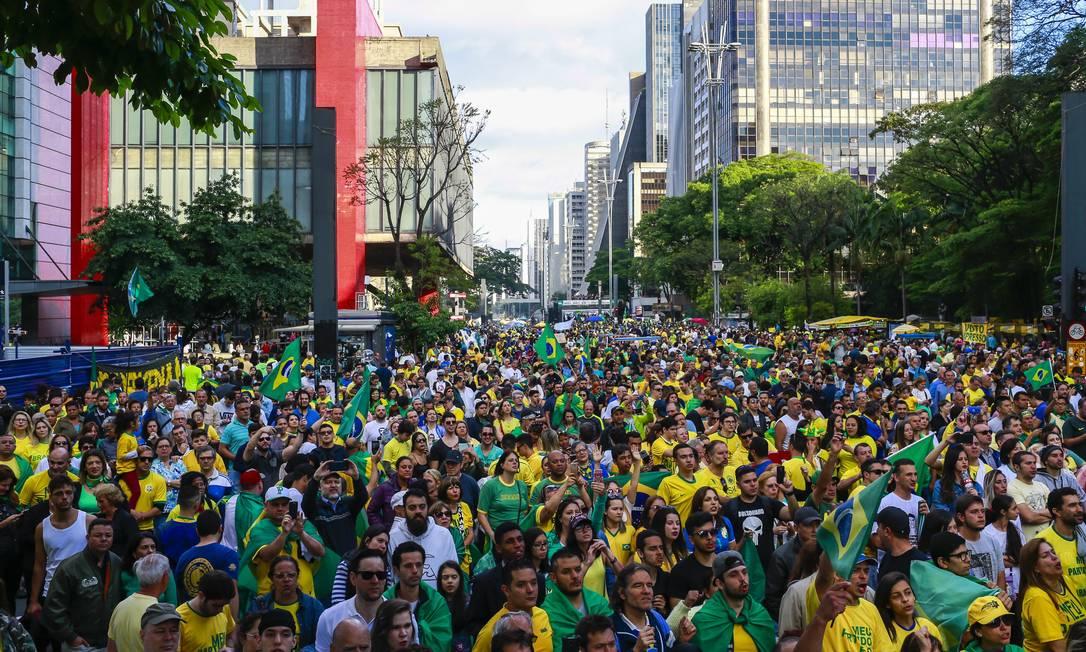 Movimento Vem Pra Rua organizou manifestação 'PT não' na Avenida Paulista Foto: Edilson Dantas / Agência O Globo