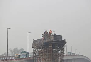 Poluição atmosférica faz com que os dias na Índia fiquem cinzas Foto: Anindito Mukherjee / Bloomberg