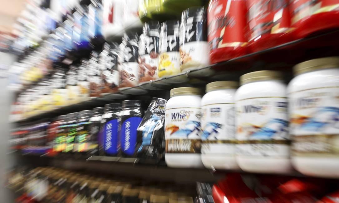 Suplementos alimentares, quando usados sem recomendação médica, podem representar risco à saúde, levando até à morte Foto: Domingos Peixoto / Agência O Globo/10-04-2018