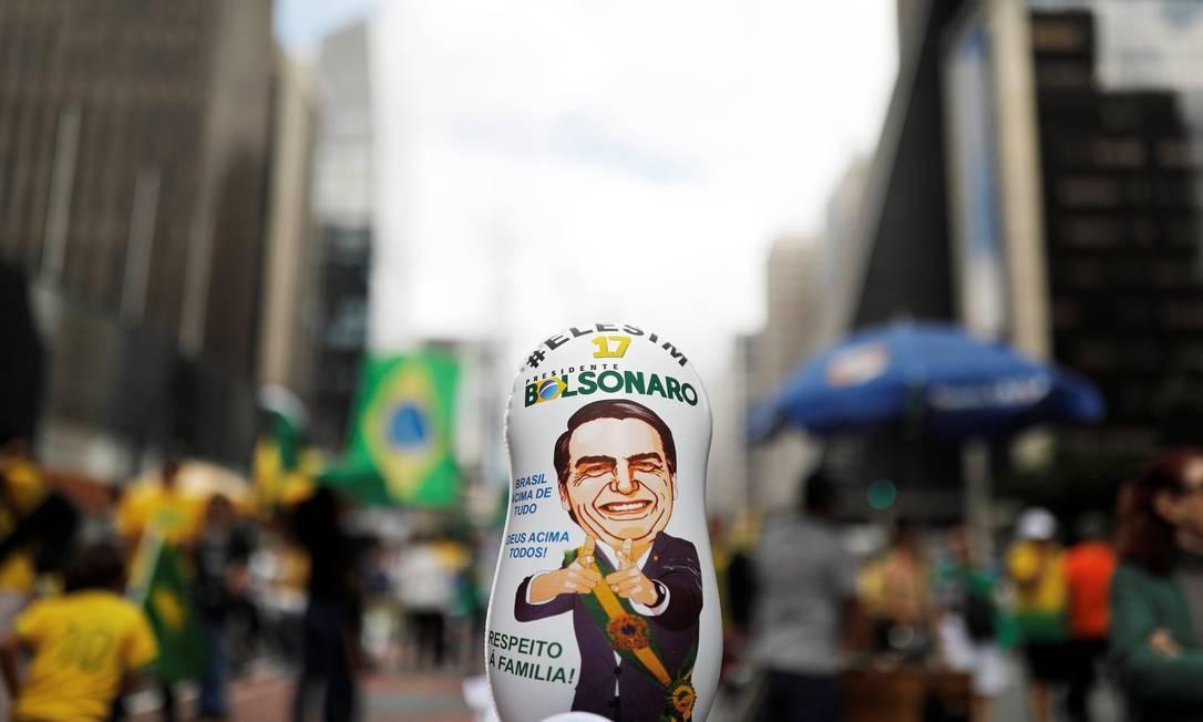 Boneco de propagando pró-Bolsonaro em manifestação na Avenida Paulista, em São Paulo Foto: Nacho Doce / Reuters