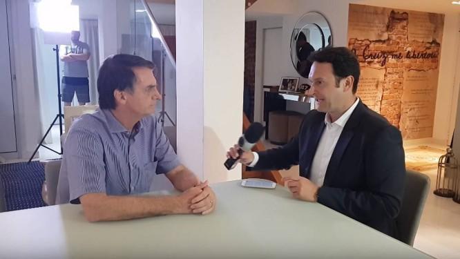 Resultado de imagem para 'Não é porque é meu filho que vai ficar isento', diz Bolsonaro