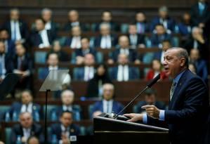 O presidente turco, Tayyip Erdogan, discursa no parlamento em Ancara Foto: HANDOUT / REUTERS