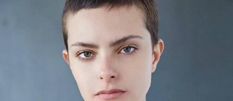 Stefanie afirma que vem fazendo sucesso com o cabelo joãozinho Foto: Divulgação