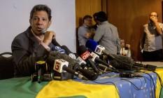 O candidato do PT à Presidência, Fernado Haddad, em coletiva no Rio Foto: DANIEL RAMALHO / AFP